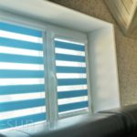фото рулонные шторы зебра голубая